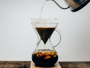 كيف تحضر قهوة مقطرة كالمحترفين